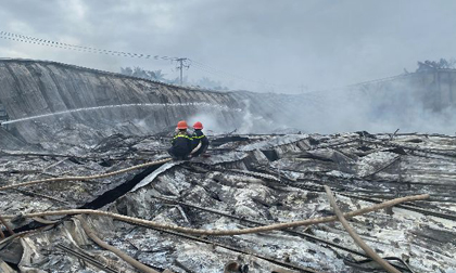 Bình Định: Cháy dữ dội ở công ty may, thiệt hại ước tính hơn 10 tỉ đồng