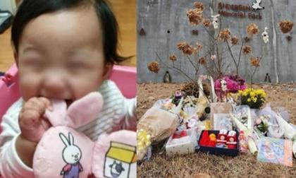Xót xa trước sự ra đi đầy thương tâm của bé gái bị bố mẹ bạo hành, dân tình phủ đầy hoa và quà trước phần mộ của em