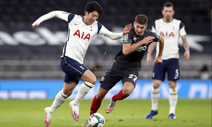 Son Heung-min ghi bàn giúp Tottenham vào chung kết League Cup