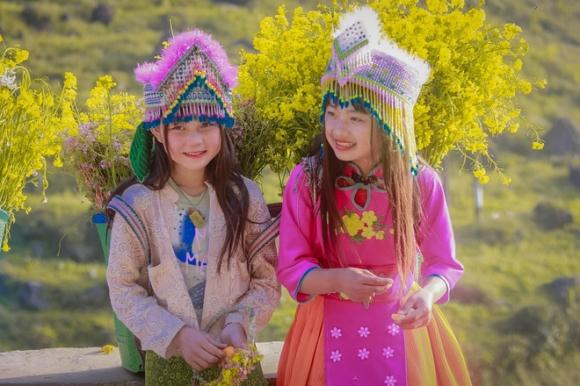 Điều khiến người ta không khỏi lưu luyến khi rời xa Hà Giang chính là nét đẹp mê hoặc khách thập phương của các em nhỏ.