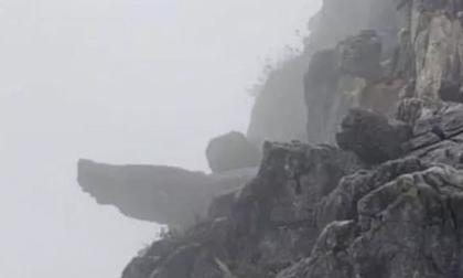 Phượt thủ gặp nạn khi cố trèo lên mỏm đá 'tử thần' Pải Lủng