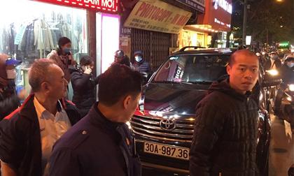 Nữ tài xế tông hàng loạt xe máy trên phố