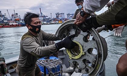 Bóng ma lẩn khuất đằng sau vụ máy bay rơi đầy bi kịch tại Indonesia: Covid-19
