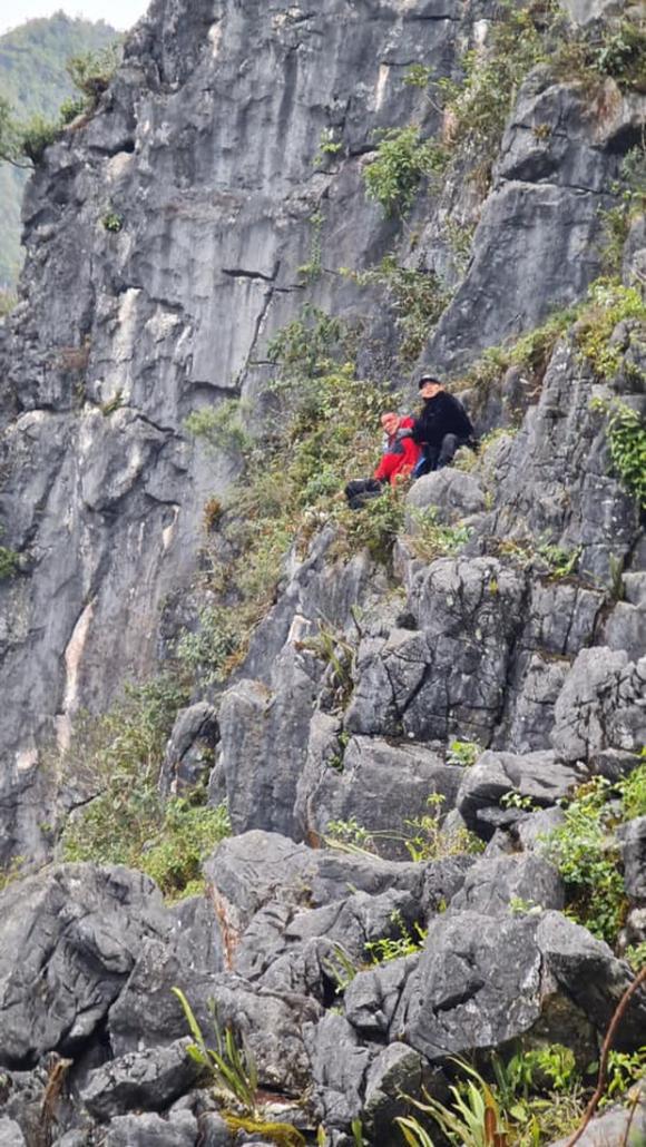 Nam du khách trượt chân rơi xuống khe đá khi chụp ảnh tại 'mỏm đá tử thần' kể lại giây phút thoát chết thần kỳ - 1
