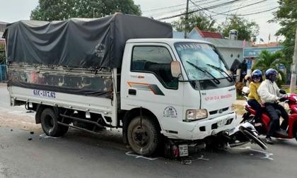 Tài xế xe tải ngủ gật, tông 5 học sinh đang trên đường đi học