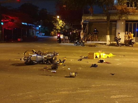 Vượt đèn đỏ gây tai nạn khiến 2 người tử vong, 3 người bị thương - 1