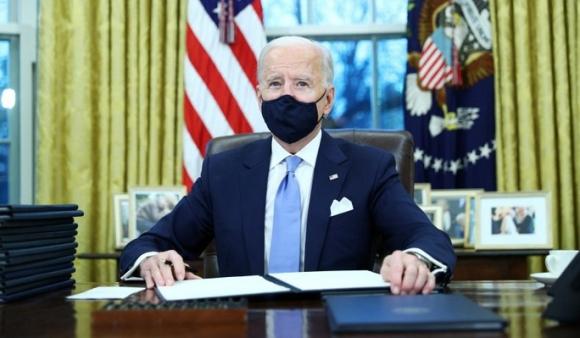 Sau lễ nhậm chức, ông Biden hủy bỏ nhiều quy định dưới thời ông Trump - Ảnh 1.