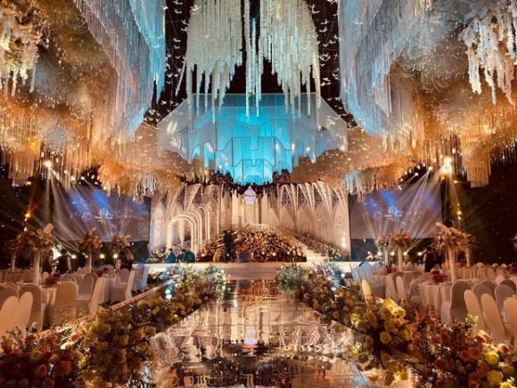 Chân dung cô dâu chú rể 'trâm anh thế phiệt' trong đám cưới khủng tại lâu đài dát vàng ở Ninh Bình