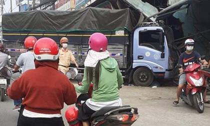Tai nạn kinh hoàng ở Biên Hòa, người và xe máy nằm la liệt