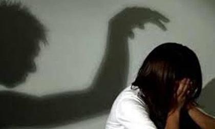 Hiếp dâm con gái riêng của vợ hơn 100 lần, gã đàn ông bị tuyên án tù 1.050 năm