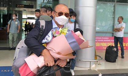 HLV Park cùng các trợ lý đã trở lại Việt Nam, phải cách ly 21 ngày