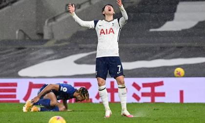 Tottenham thua trên chấm phạt đền, Chelsea xát thêm muối vào nỗi đau của Mourinho