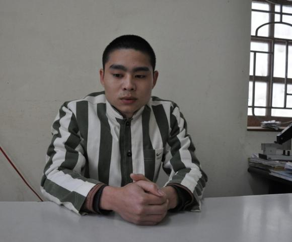 'Bồ câu đưa thư' cho cha - con Lê Văn Luyện ở trong trại giam - 1