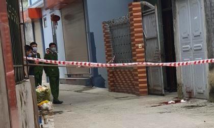 Chém chết vợ trước cửa nhà: 'Bé 6 tuổi chắn cho mẹ'