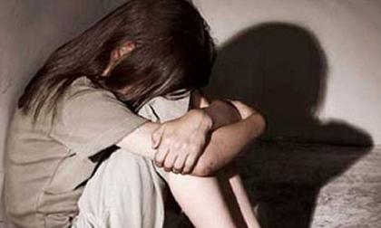 Khởi tố nam thanh niên giở trò đồi bại với bé gái hàng xóm