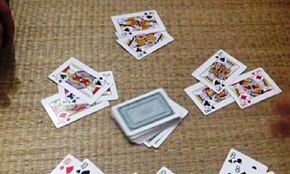 Bắt quả tang chủ tịch HĐND, nguyên chủ tịch UBND xã cùng 1 giáo viên đánh bạc