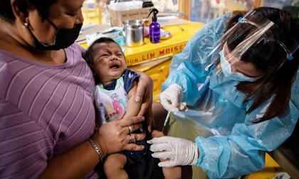 Philippines đề nghị đổi y tá lấy vaccine Covid-19