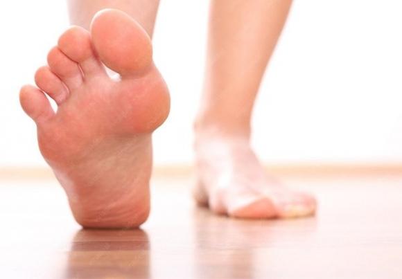 Bàn chân hồng hào sức khỏe tốt