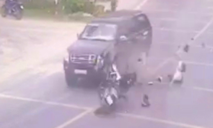 Chạy về báo tin cha bị tai nạn, con trai tông vào xe bán tải tử vong