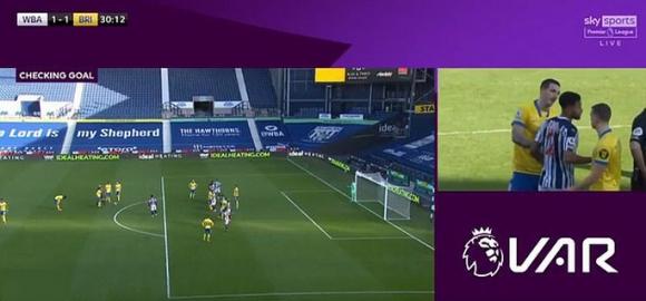 Khó tin: Trọng tài bẻ còi bàn thắng hy hữu, Ngoại hạng Anh dậy sóng - Ảnh 4.