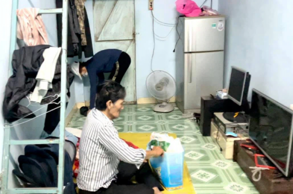 NS Thương Tín đã được xuất viện về nhà trọ, căn phòng 20m2 khiến ai cũng xót xa