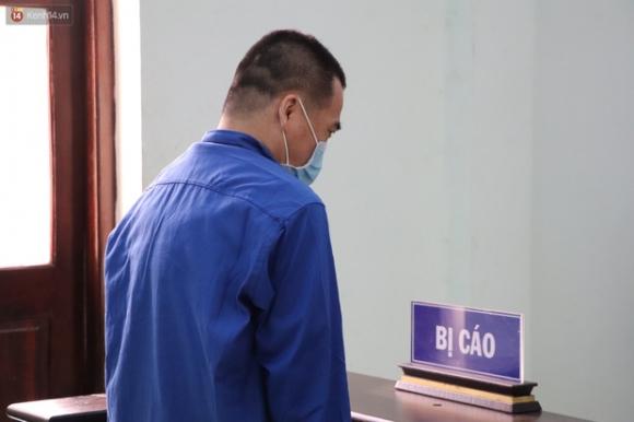 Thầy giáo dâm ô 4 nam sinh THCS khóc nức nở khi bị tuyên án 7 năm tù, bố mẹ nạn nhân bức xúc đòi kháng cáo - 2