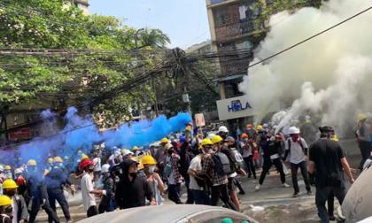 """Người Myanmar chứng kiến """"ngày đẫm máu"""" nhất trong 1 tháng biểu tình"""