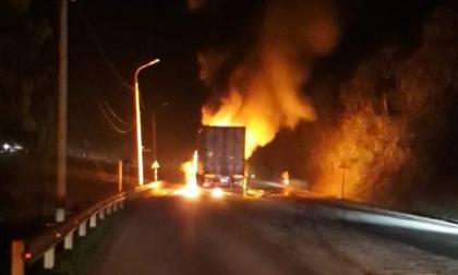 Quảng Ninh: Xe container cháy ngùn ngụt trên quốc lộ 18, tài xế may mắn thoát nạn