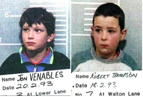 Vụ án bé 3 tuổi bị bắt cóc, tra tấn dã man bởi 2 kẻ sát nhân 10 tuổi từng ám ảnh thế giới: Tình hình của thủ phạm hiện tại khiến dư luận căm phẫn - 1