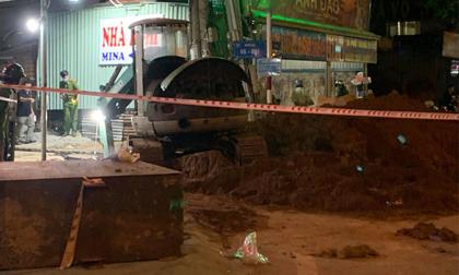 Sập công trình thi công đường ống thoát nước, hai công nhân bị đất vùi lấp