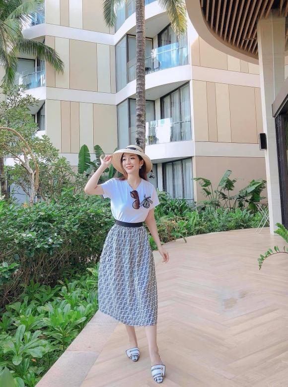 pham-phuong-thao-193-1-xahoi.com.vn-w963-h1445.jpg