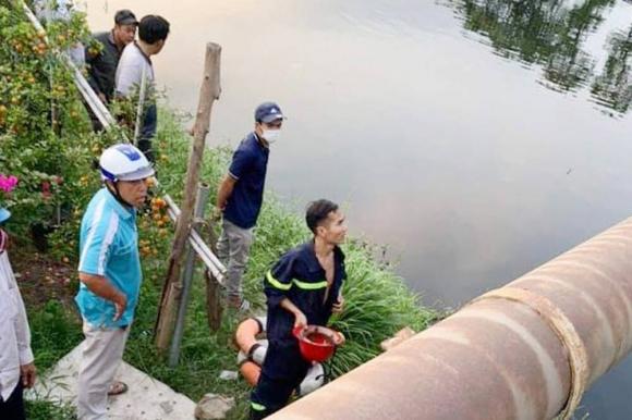 Đang đứng trên cầu ở TP.HCM, cô gái 25 tuổi bỗng nhảy xuống sông tự tử