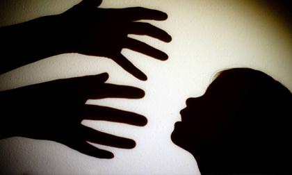 Thiếu nữ bị 20 gã đàn ông đánh thuốc mê, cưỡng bức trong 8 ngày