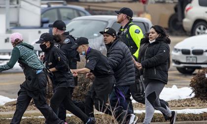 Lại một vụ xả súng kinh hoàng tại Mỹ, ít nhất 10 người chết