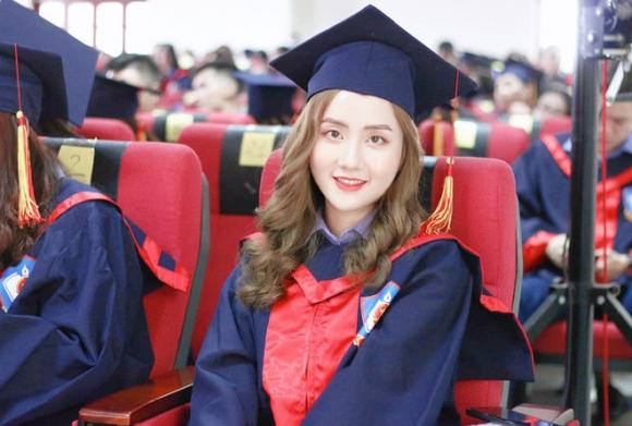 """Nữ thủ khoa ĐH Kiểm sát Hà Nội khoe nhan sắc đỉnh cao cùng bảng thành tích """"khủng"""""""