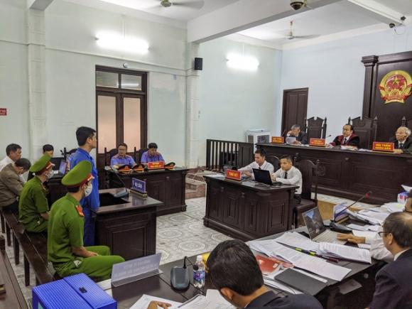 Tuyên phạt bác sĩ hiếp dâm nữ điều dưỡng 6 năm 8 tháng tù - Ảnh 1.