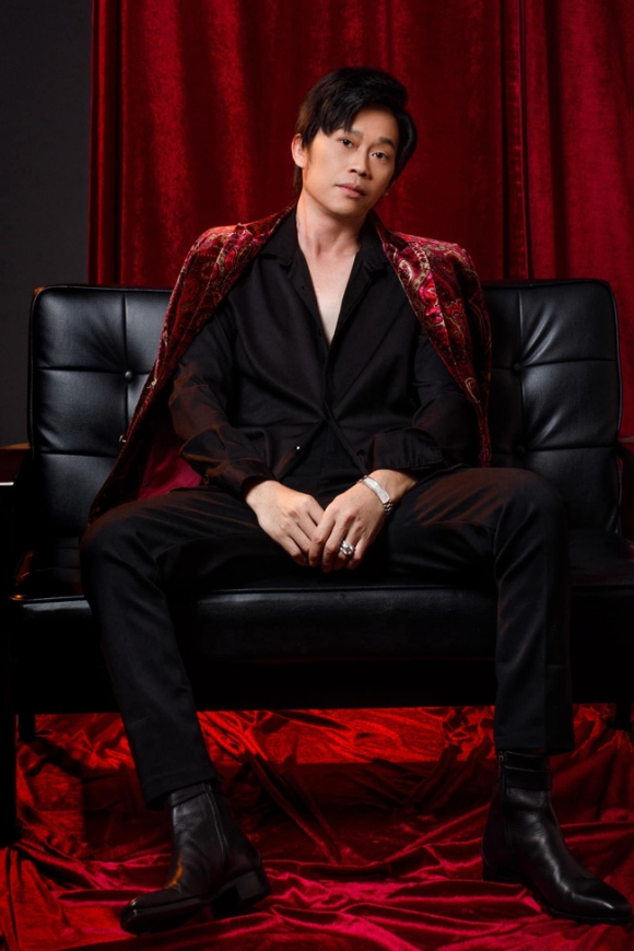 Ca sĩ Phi Nhung gây xôn xao MXH khi bất ngờ cầu hôn nghệ sĩ Hoài Linh