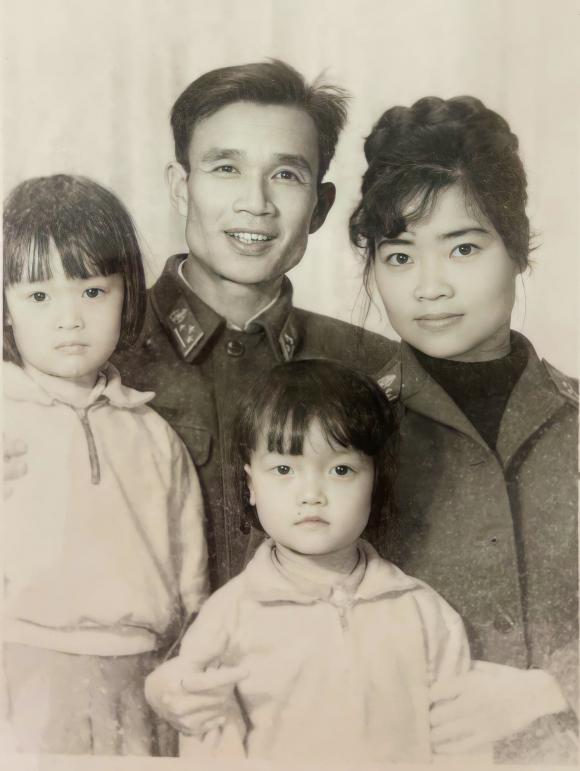 Vân Dung chia sẻ ảnh hiếm của gia đình, nhan sắc của chị ruột từng lọt top 10 hoa hậu gây tò mò