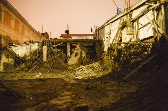 Hà Nội: Sập giàn giáo công trình xây nhà ở không phép, một người bị mắc kẹt