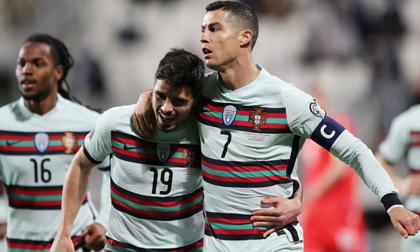 Giải cơn khát bàn thắng, Ronaldo tiến sát kỷ lục ghi bàn mọi thời đại