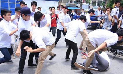 Đi dự đám cưới, học sinh lớp 9 rút dao đâm nam sinh lớp 8 tử vong ở Hà Nội