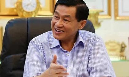 'Vua hàng hiệu' Johnathan Hạnh Nguyễn: Từng rửa xe, làm công nhân nhà máy cao su để có tiền ăn học