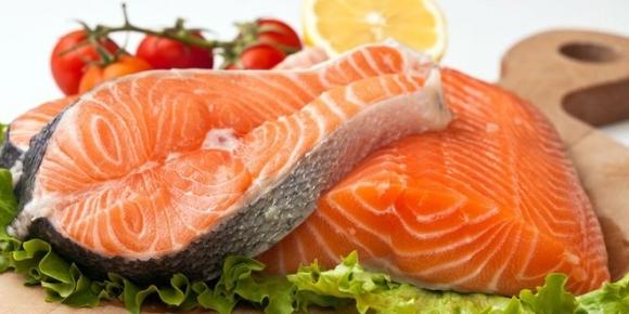 Món cá hồi nuôi dễ nhiễm thủy ngân