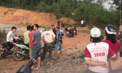 Phát hiện thi thể người đàn ông đang phân hủy trên đồi