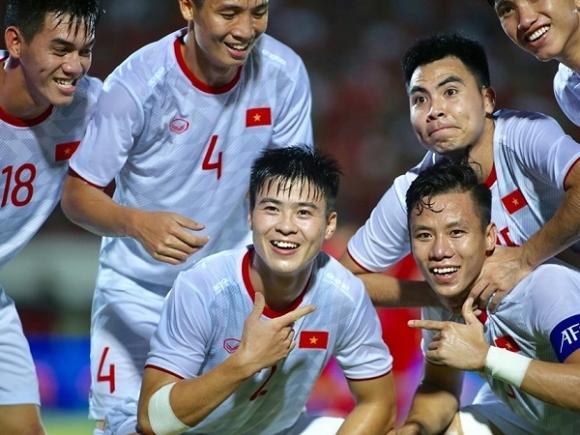 Tuyển Việt Nam tăng 1 bậc trên bảng xếp hạng FIFA, tiếp tục bỏ xa Thái Lan