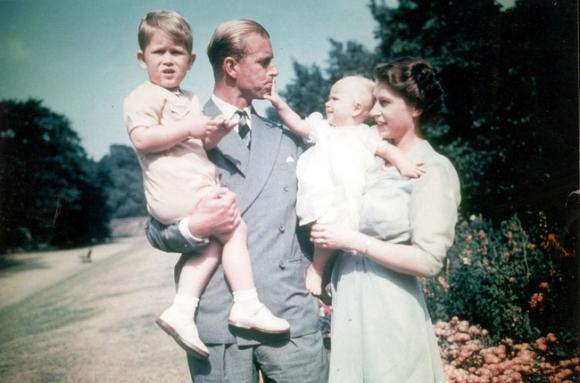 Tuổi thơ cơ cực của Hoàng tế Philip: Mẹ phải nằm viện tâm thần, chị gái bị tai nạn máy bay tử vong, từ hoàng tử lưu vong trở thành phu quân Nữ hoàng Anh - Ảnh 9.