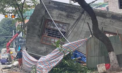 Cận cảnh căn nhà 3 tầng đổ sập trong đêm ở Lào Cai