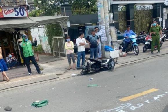 TP.HCM: Va chạm với xe máy khiến người đàn ông tử vong, tài xế xe tải vẫn không hay biết - Ảnh 1.