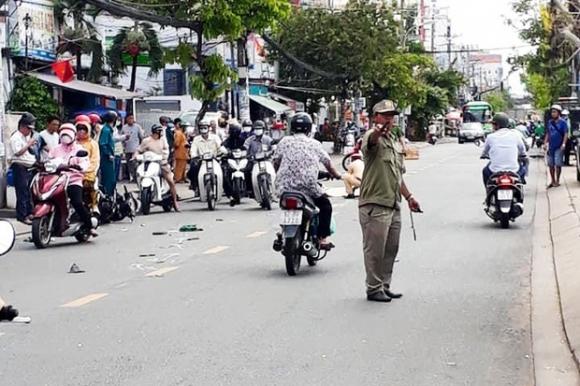 TP.HCM: Va chạm với xe máy khiến người đàn ông tử vong, tài xế xe tải vẫn không hay biết - Ảnh 2.