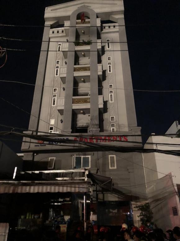Gần 30 người lớn và trẻ em mắc kẹt, hoảng loạn kêu cứu trong đám cháy chung cư mini ở Sài Gòn - Ảnh 2.